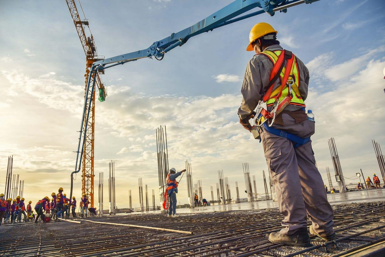 Baustelle: Wohnhäuser bauen.