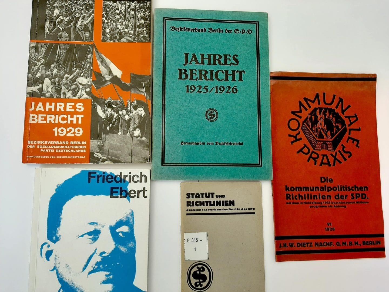 Geschichte: Titelseiten von historischen Jahresberichten der SPD Berlin