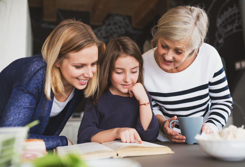 Frauen aus drei Generationen