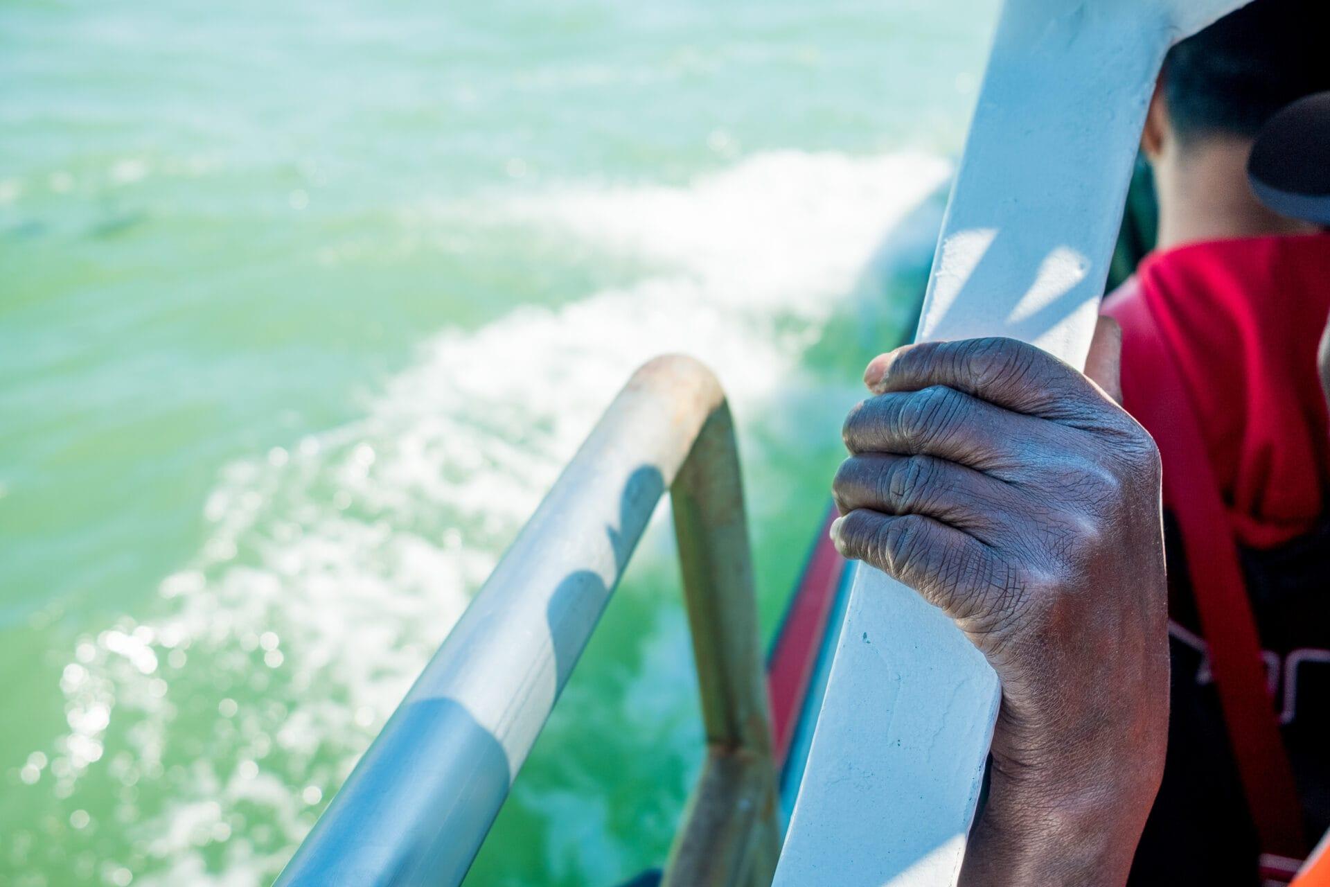 Flüchtling auf Flüchtlingsboot