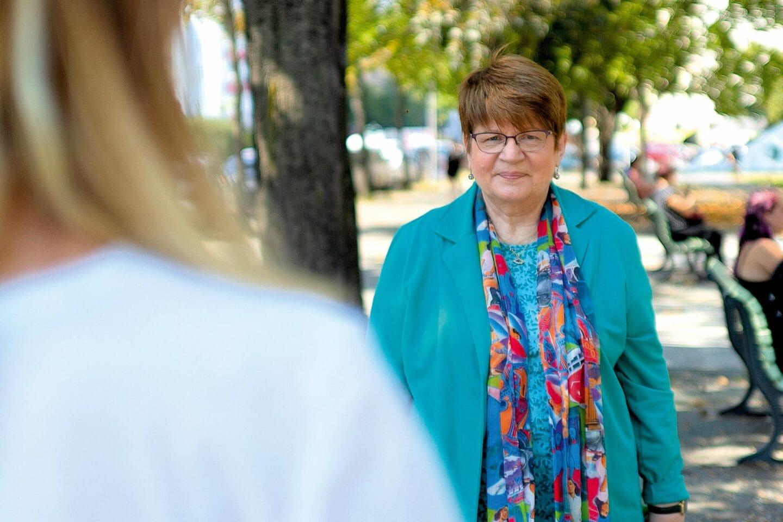 """Heidemarie Fischer, Vorsitzende der AG 60plus, sprach mit Ferike Thom auch über """"Fridays for Future""""."""