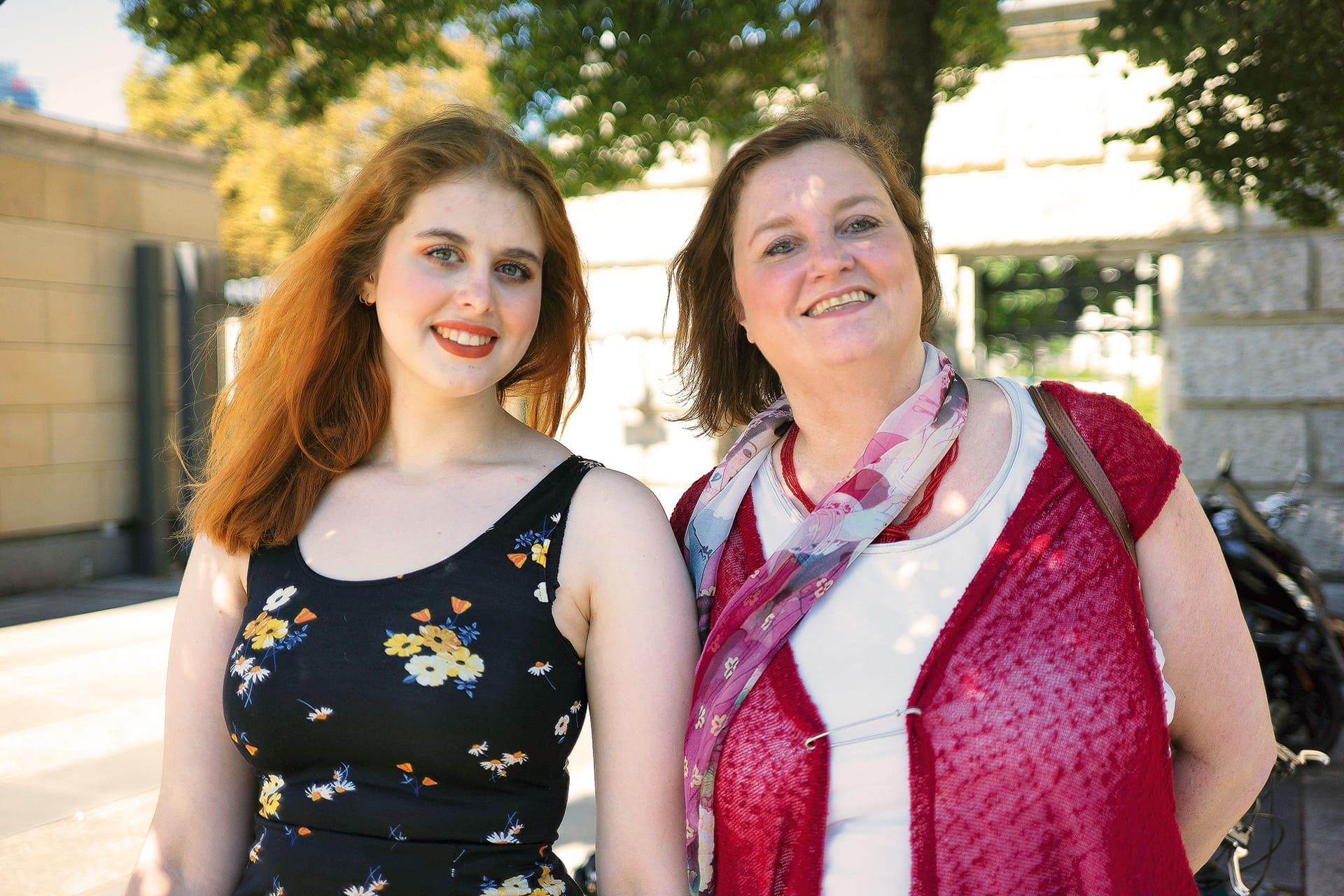 Ellinor (l.) mit ihrer Mutter Ina Czyborra, stellvertretende Landesvorsitzende der SPD Berlin