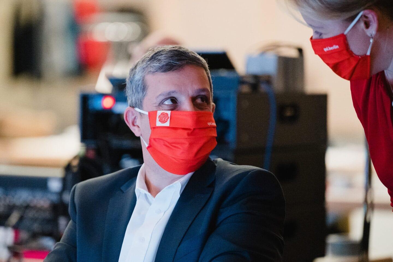 Raed Saleh und Franziska Giffey beim hybriden Landesparteitag der SPD Berlin