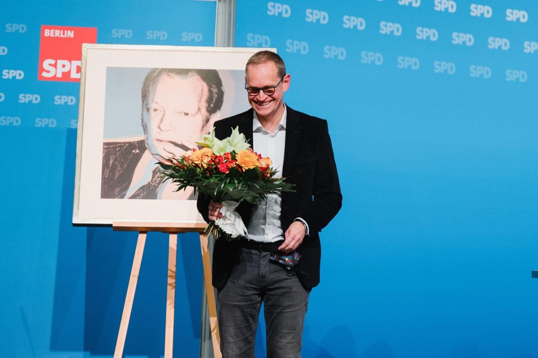 Michael Müller wird verabschiedet beim hybriden Landesparteitag der SPD Berlin