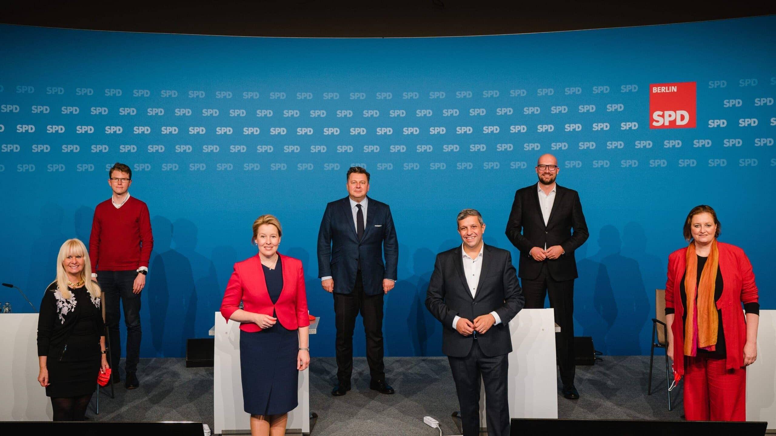 Der neu gewählte geschäftsführende Landesvorstand der SPD Berlin.