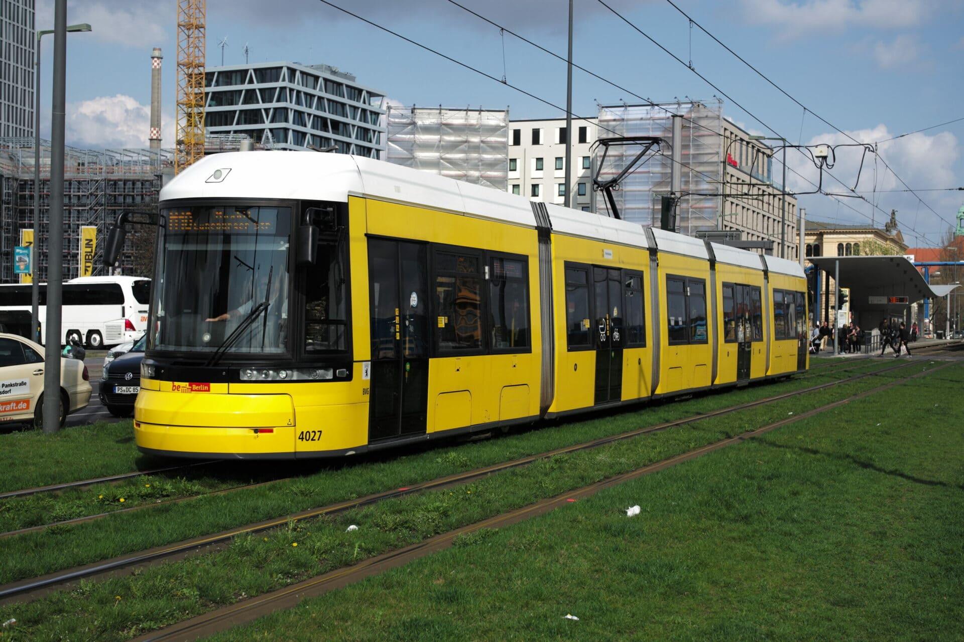 Straßenbahn am Hbf Berlin
