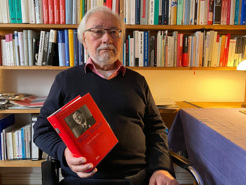 Politikwissenschaftler Siegfried Heimann kennt die Biographie Willy Brandts gut.