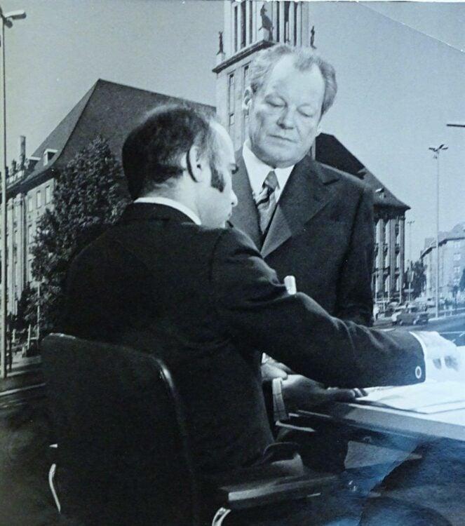 Alexander Kulpok (l.) interviewt im Jahr 1970 Bundeskanzler Willy Brandt.