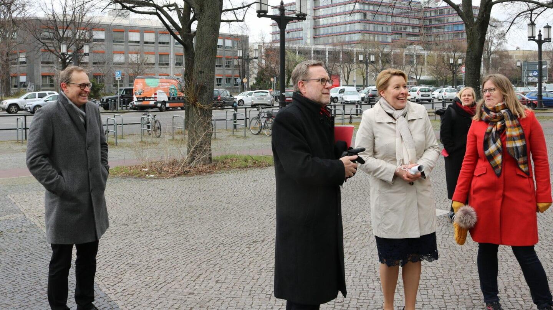 Michael Müller, Reinhard Naumann, Franziska Giffey und Heike Schmitt-Schmelz