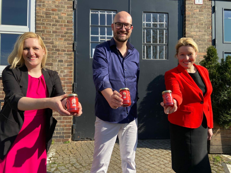 SPD-Landeschefin Franziska Giffey (r.) mit Wiebke Neumann und Michael Biel - beide sind Direktkandidaten für die Abgeordnetenhauswahl