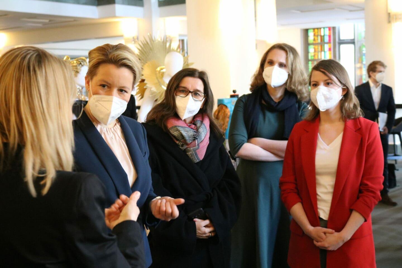 Franziska Giffey mit Vertreterinnen der SPD Berlin-Mitte.